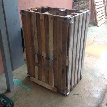 Le composteur construit avec 4 palettes coté face